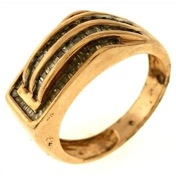 8 2 gram 10kt gold ring with accents