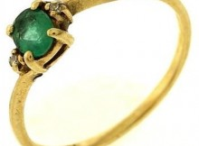1.3 Gram 10kt Yellow Gold Ring With Green Stone And Diamond Accents