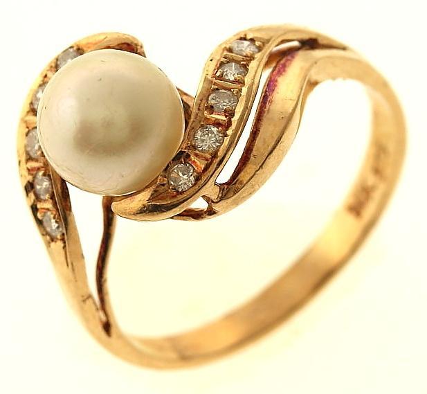 3 2 gram 14kt gold ring property room